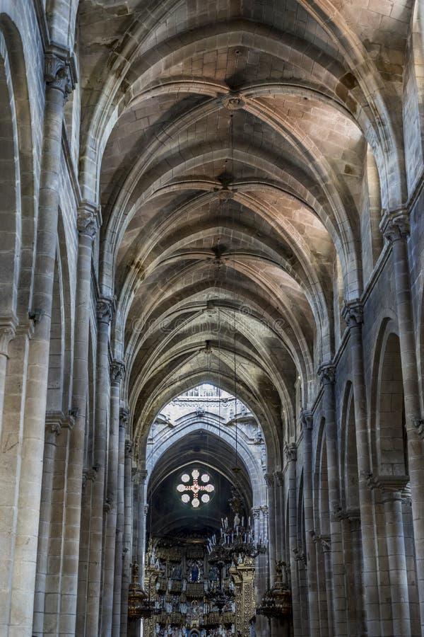 Plafond, architecture gothique médiévale à l'intérieur d'une cathédrale dans Spai images stock