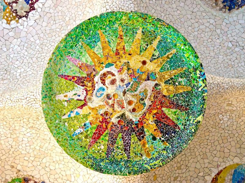 Plafond avec le soleil de mosaïque du stationnement Guell image libre de droits