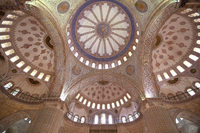 Plafond bleu de mosquée, Istanbul, Turquie - décembre 2014 images libres de droits
