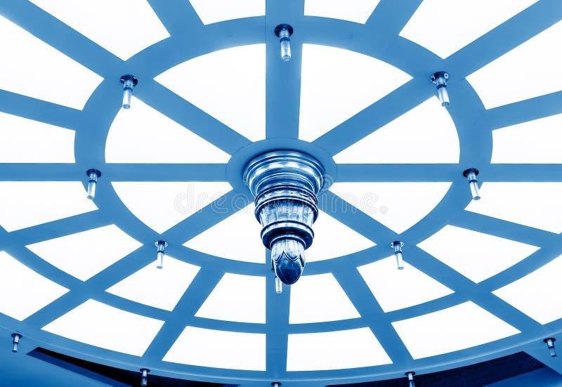 Plafond circulaire, image bleue de ton images stock