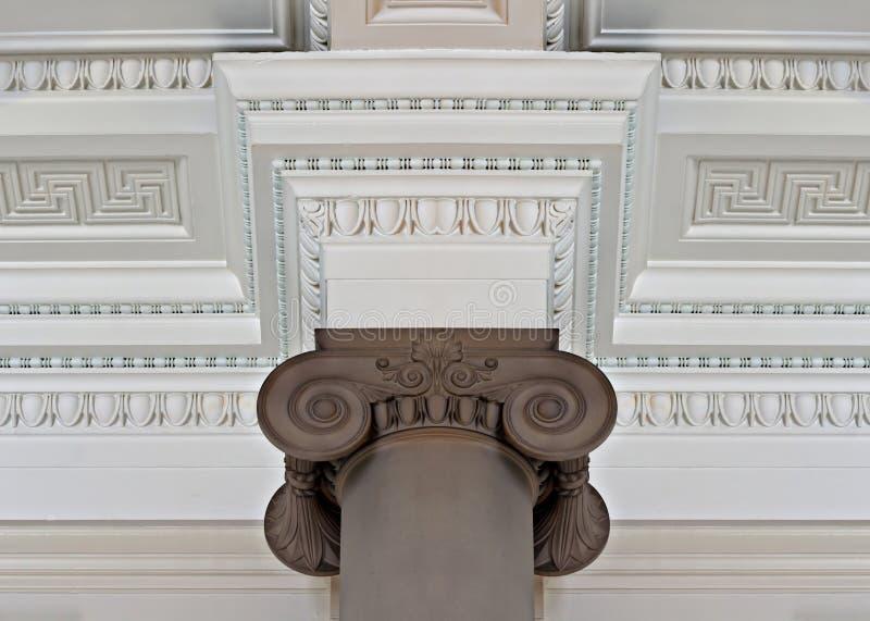 Plafond compliqué de corniche de plâtre image libre de droits