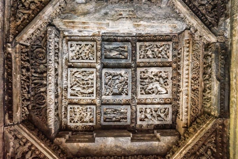 Plafond décoré étendu dans le temple de Hoysaleswara, Halebidu, Karnatake, Inde photos libres de droits