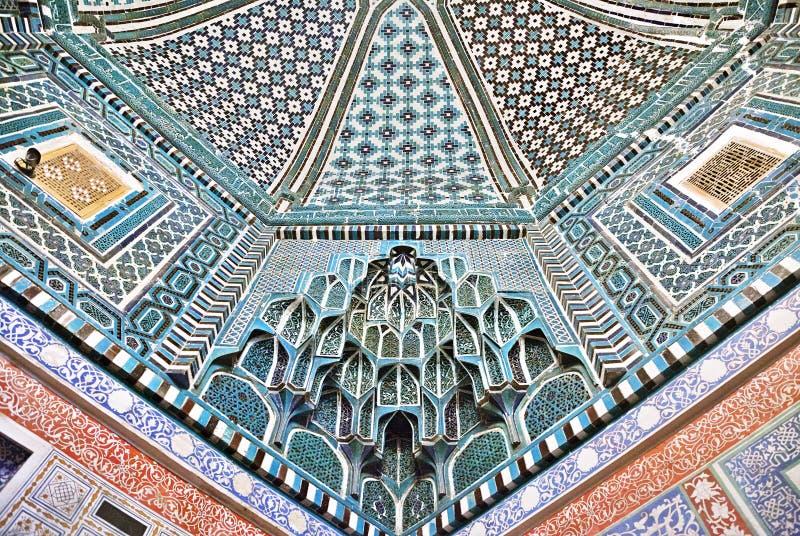 Plafond décoré dans la nécropole de Shah-je-Zinda, Samarkand photo libre de droits