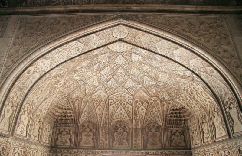 Plafond décoré dans un de palais, fort d'Âgrâ photo libre de droits