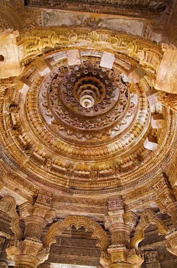 Plafond découpé du temple de Sun En 1026-27 ANNONCE construite pendant le règne de Bhima I de la dynastie de Chaulukya, Modhera,  photos stock