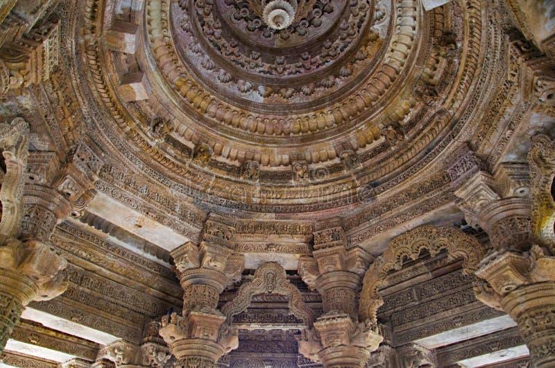 Plafond découpé du temple de Sun En 1026-27 ANNONCE construite pendant le règne de Bhima I de la dynastie de Chaulukya, Modhera,  photographie stock libre de droits
