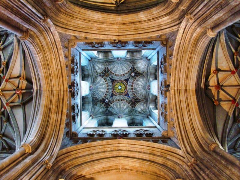 Plafond d'église avec la décoration abstraite photographie stock