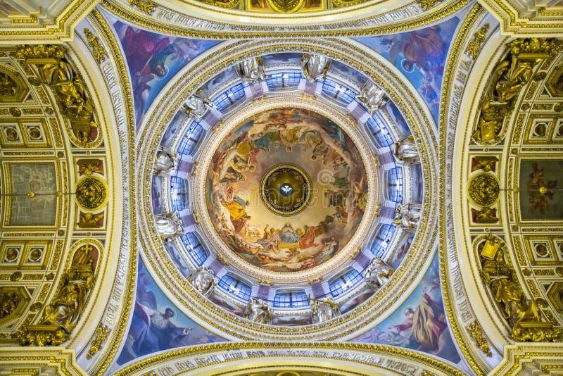 Plafond dans la cathédrale de St Isaac, St Petersburg photo libre de droits