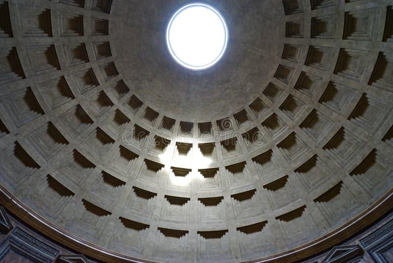 Plafond de lumière de Rome Oculus d'église de Panthéon photos stock