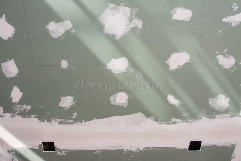 Plafond de panneau de gypse de maison au site photo libre de droits