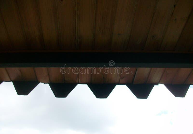 Plafond en bois en dehors de la maison photographie stock libre de droits