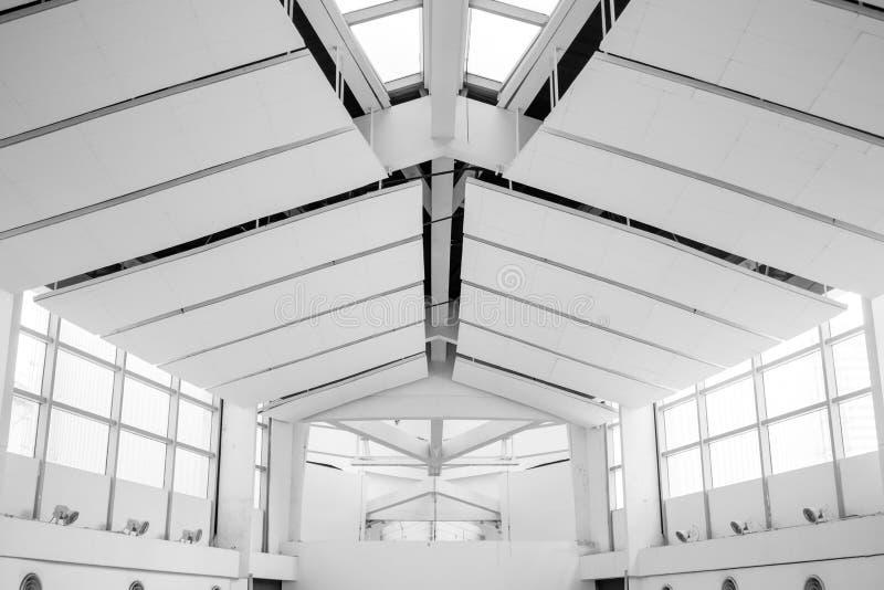 Plafond en venster binnen zaal royalty-vrije stock foto
