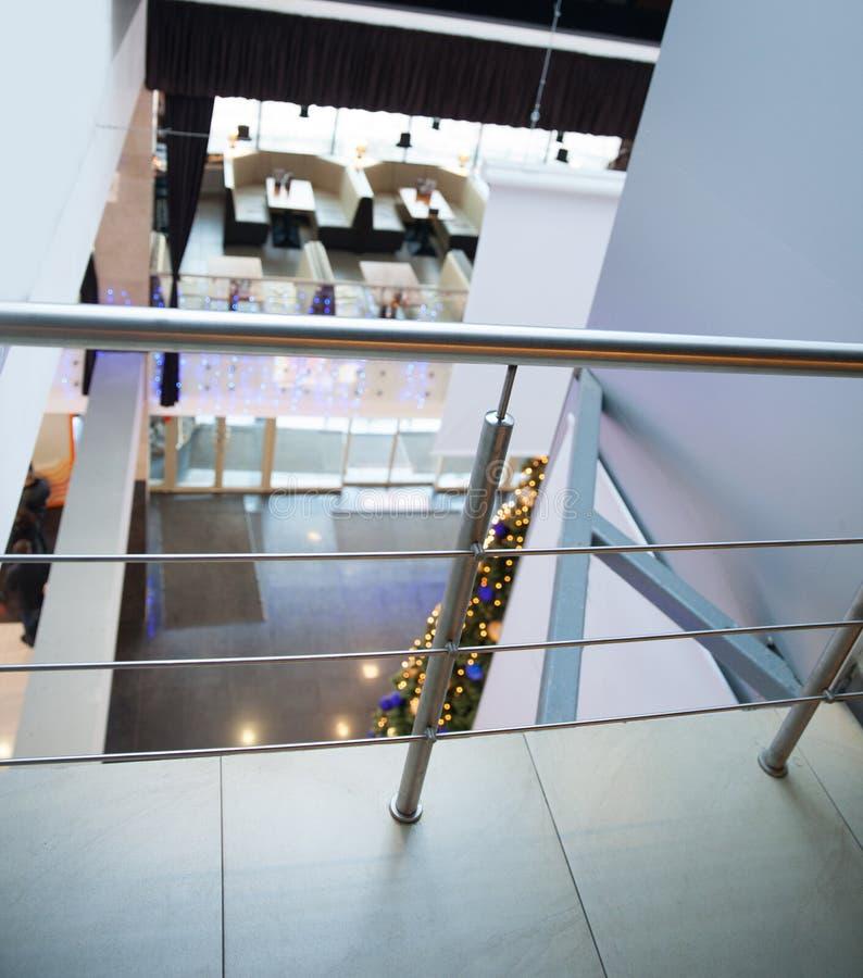 Plafond en verre dans le lobby du centre d'affaires photographie stock