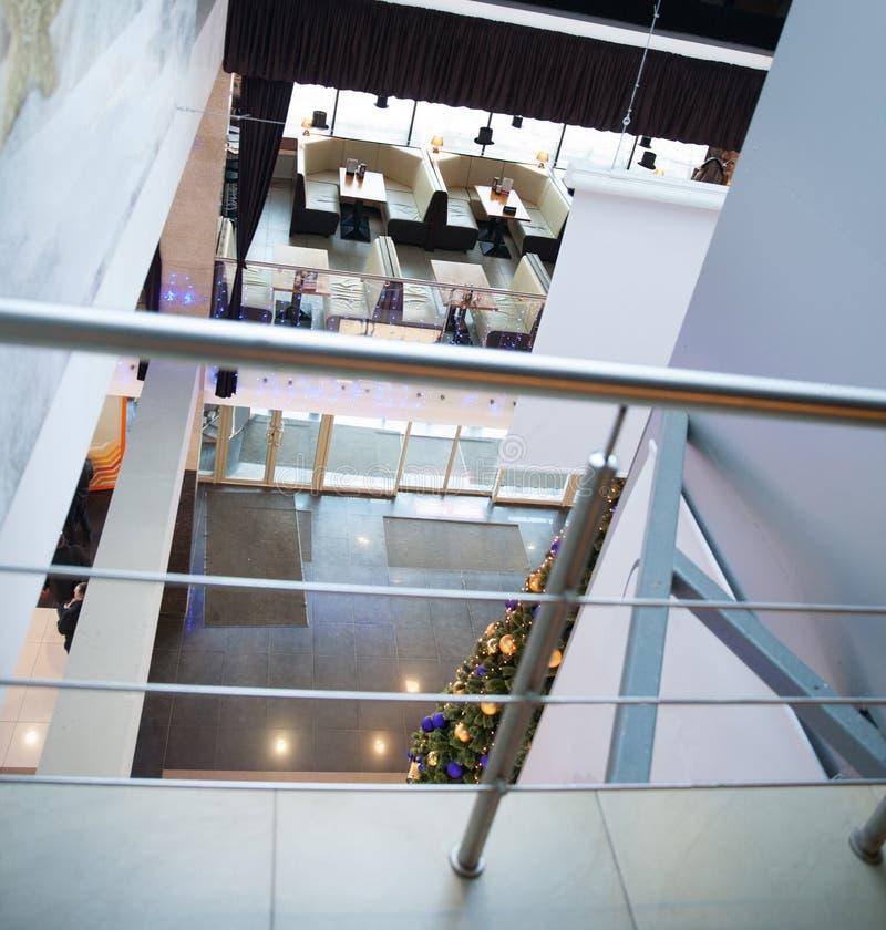 Plafond en verre dans le lobby du centre d'affaires images libres de droits