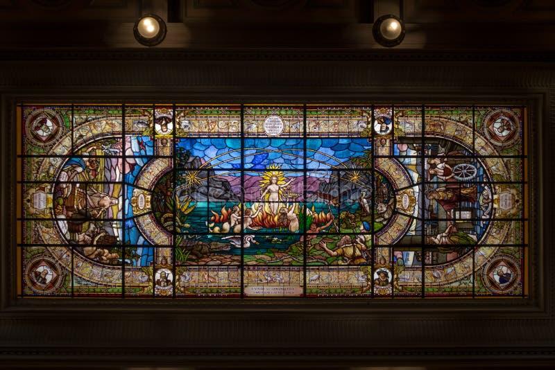 Plafond en verre souillé bâtiment de bourse des valeurs de café de musée de café de l'ancien - Santos, Sao Paulo, Brésil image libre de droits