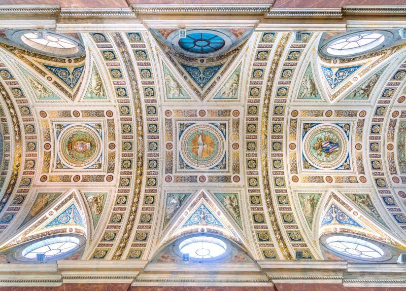 Plafond Frescoed dans l'église du dei Napoletani de Santo Spirito à Rome, Italie images stock