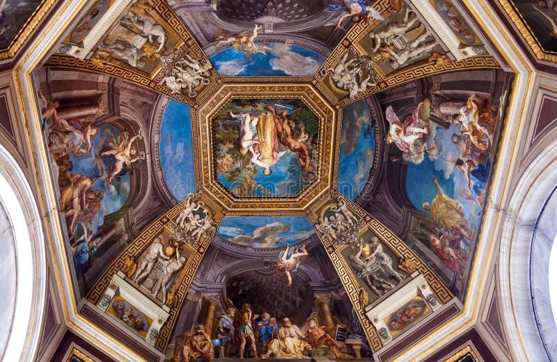 Plafond Frescoed dans le Hall des Muses photographie stock libre de droits