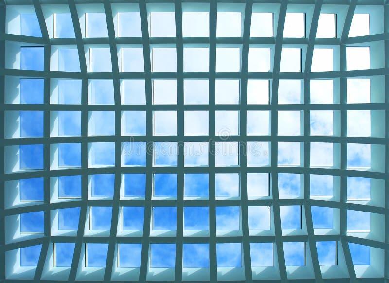 Plafond géométrique de l'immeuble de bureaux photographie stock libre de droits