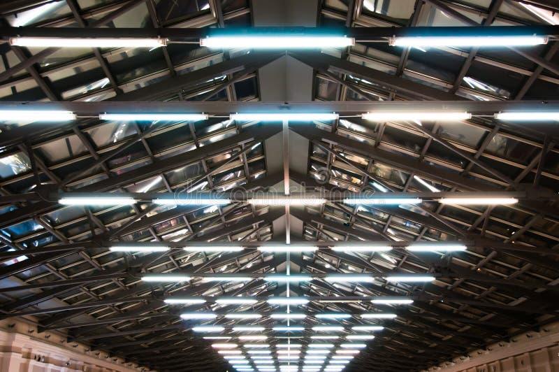 Plafond met halogeenlampen stock foto's