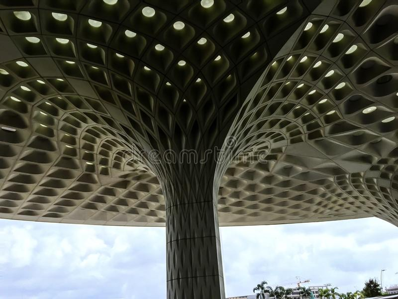 Plafond van de de luchthaven het eind esthetisch adembenemende gevormde koffer van Mumbai'st2 royalty-vrije stock afbeelding