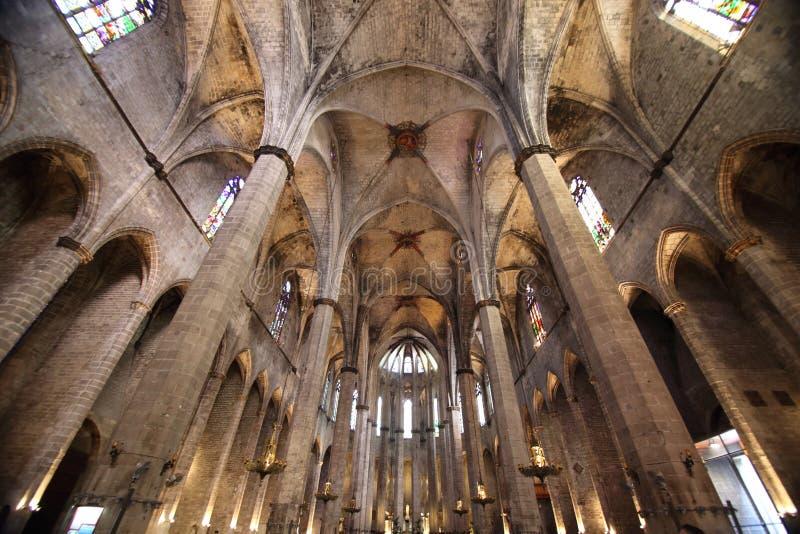 Plafond voûté dans l'église, Barcelone, Espagne image libre de droits