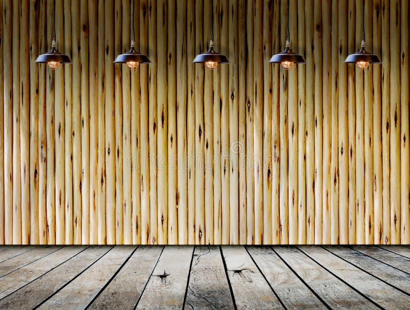 Plafondlamp in houten ruimte stock foto's