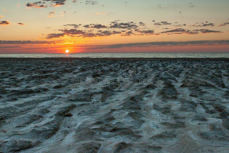 Plage énorme d'argile de la mer d'Aral photo stock