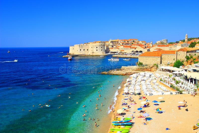 Plage Banje et Dubrovnik, Croatie photo libre de droits