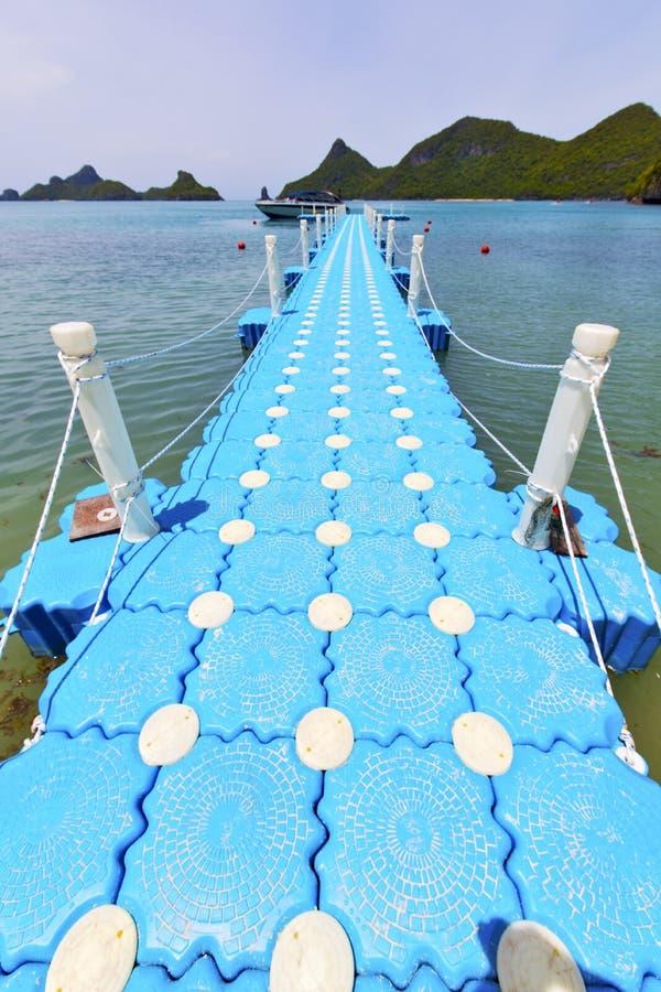 Download Plage Blanche R De Pilier De Kho De L'Asie De Lomprayah D'île Phangan De Baie Photo stock - Image du asie, île: 45368622