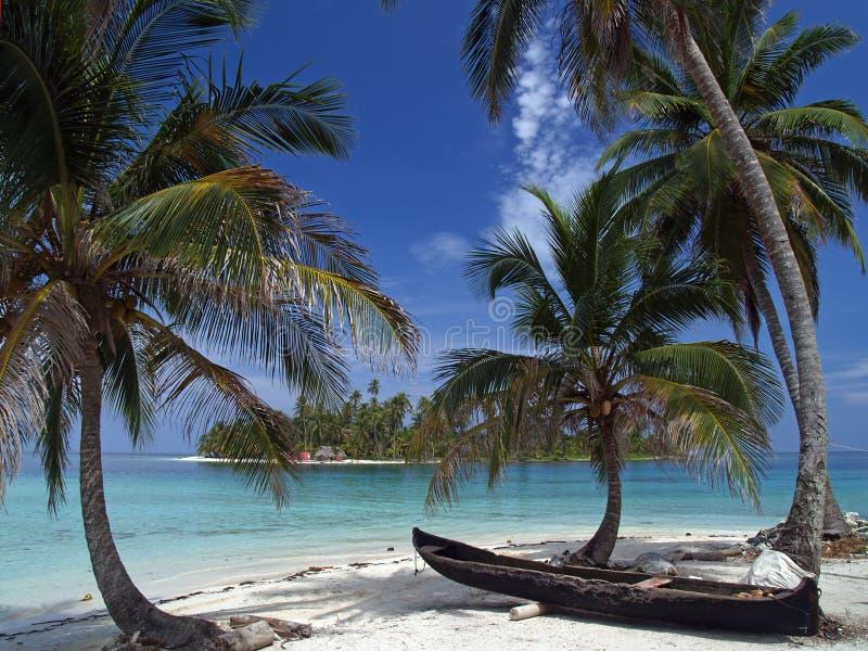 Plage blanche tropicale de sable image libre de droits