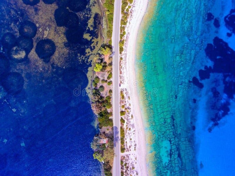 Plage cachée par Grèce de Leucade près de ville de Lefkas photo libre de droits