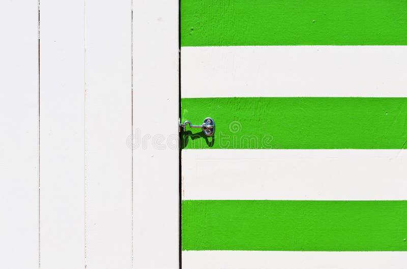 Plage colorée de cabane images stock