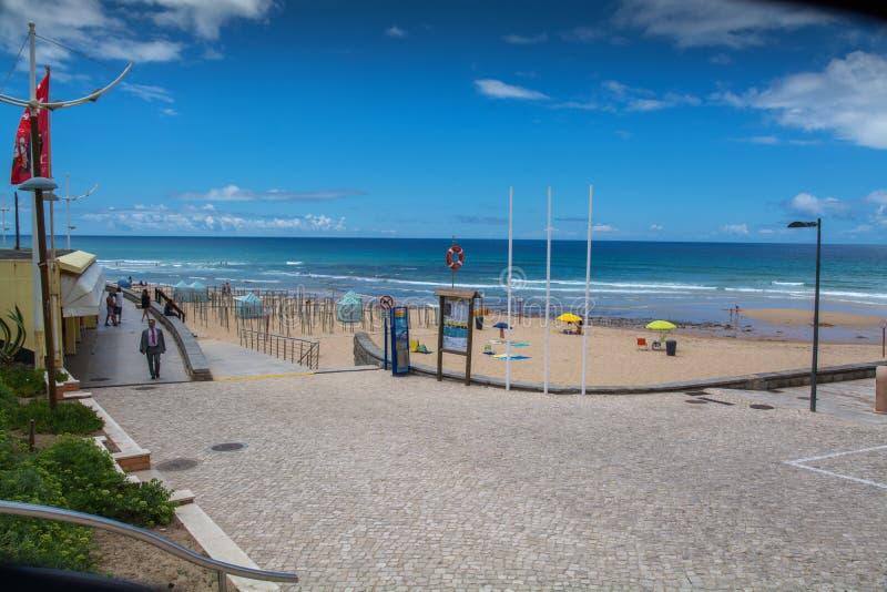 Plage d'Areia Branca dans Lourinha, Portugal photo libre de droits