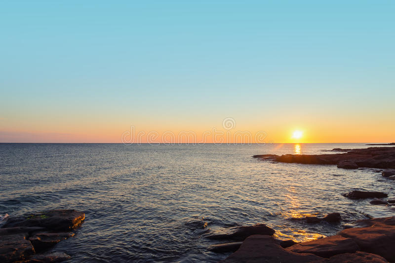 Plage d'océan pendant le matin photo stock