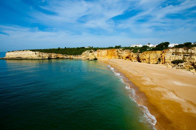 Plage dans la côte d'Algarve image libre de droits
