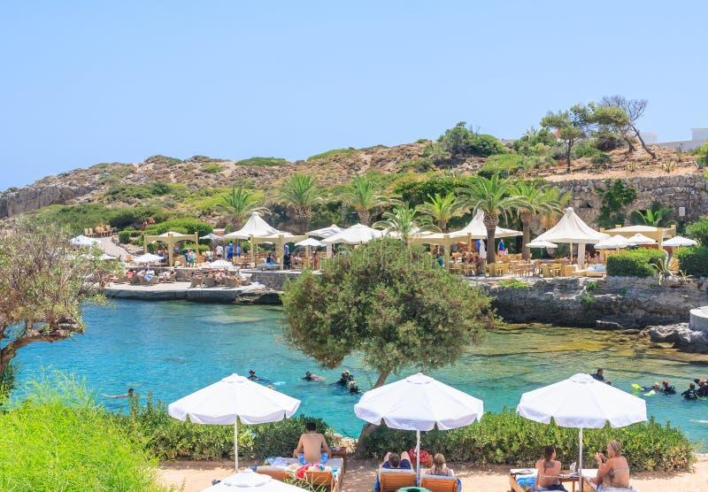 Plage dans les sources thermales Kallithea Île de Rhodes La Grèce photos libres de droits