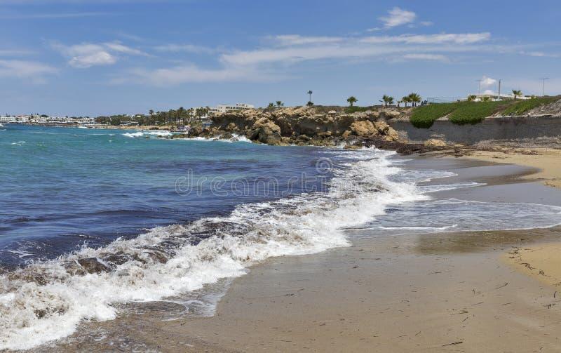 Download Plage dans Paphos, Chypre image stock. Image du people - 76088713