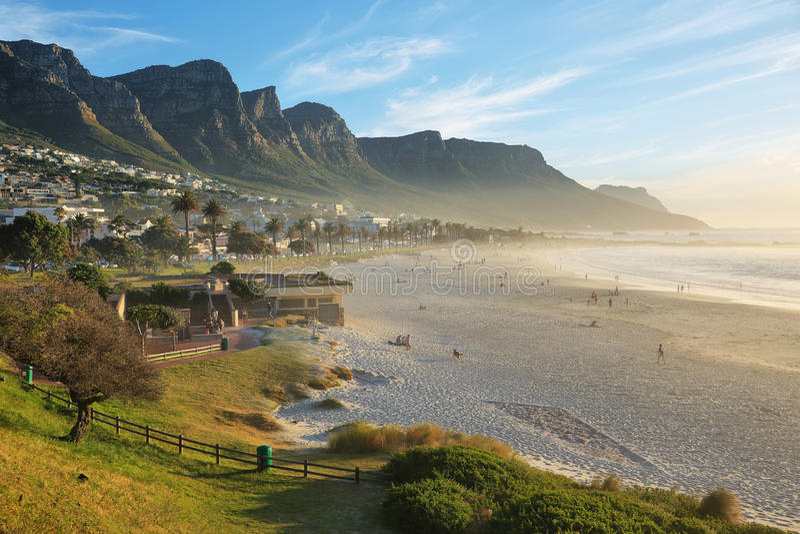 Plage de baie de camps à Cape Town, Afrique du Sud images libres de droits