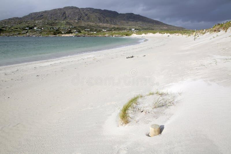 Plage de baie du ` s de chien ; Connemara ; Galway photos stock