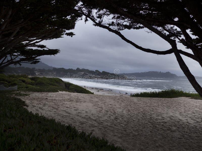 Plage de Carmel un jour orageux photo stock