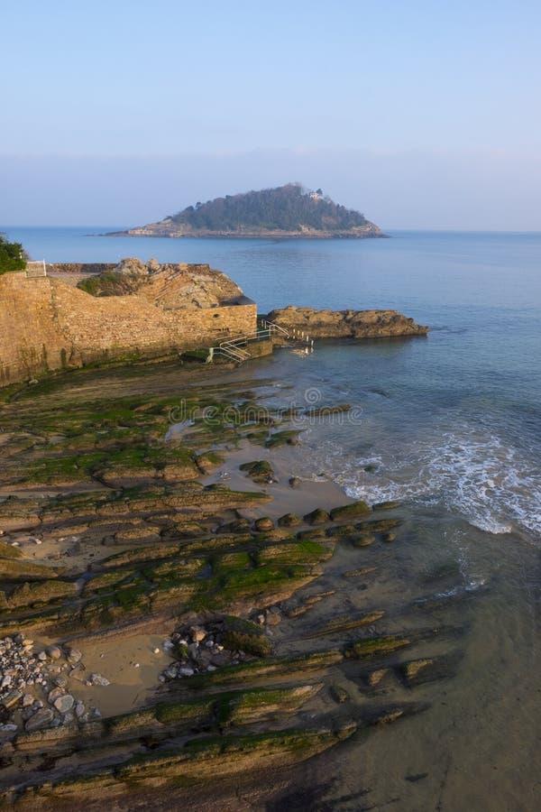 Plage de conque de La et île de Santa Clara dans la ville de San Sebastian photo stock