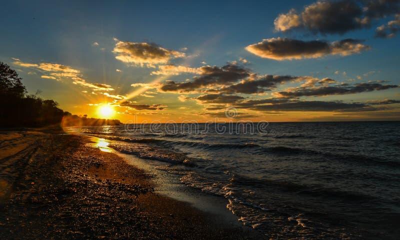 Plage de coucher du soleil photographie stock