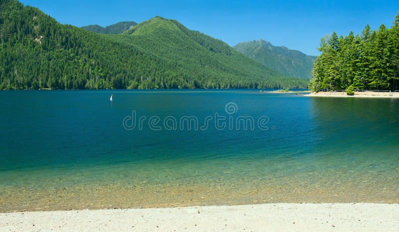 Plage de Cushman de lac en été photo stock