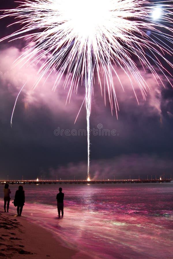 Plage de feux d'artifice de dei Marmi Italie de forte photos stock