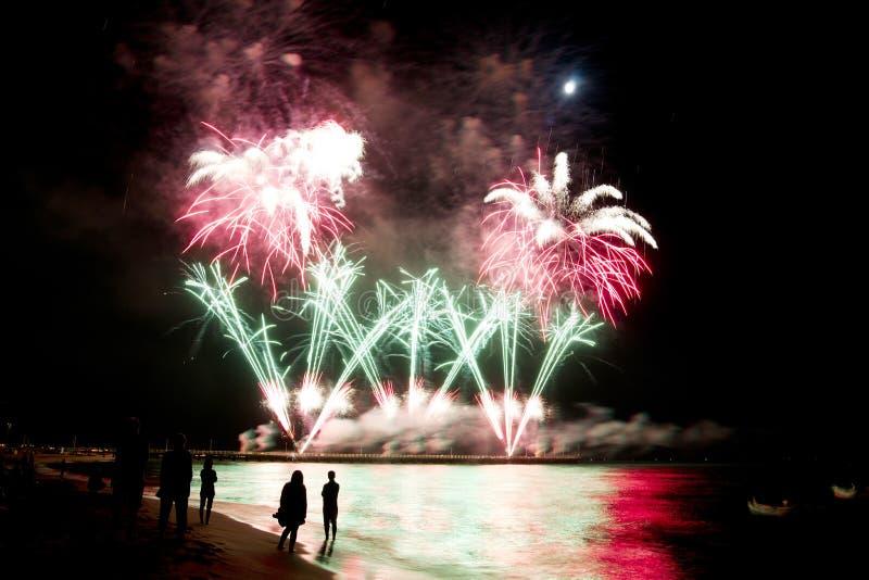 Plage de feux d'artifice de dei Marmi Italie de forte image stock
