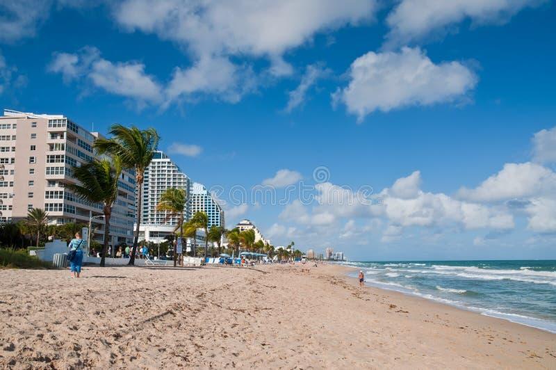Download Plage de Fort Lauderdale photo éditorial. Image du bleu - 76084571