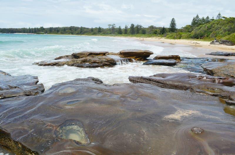 Plage de galets, Australie image stock