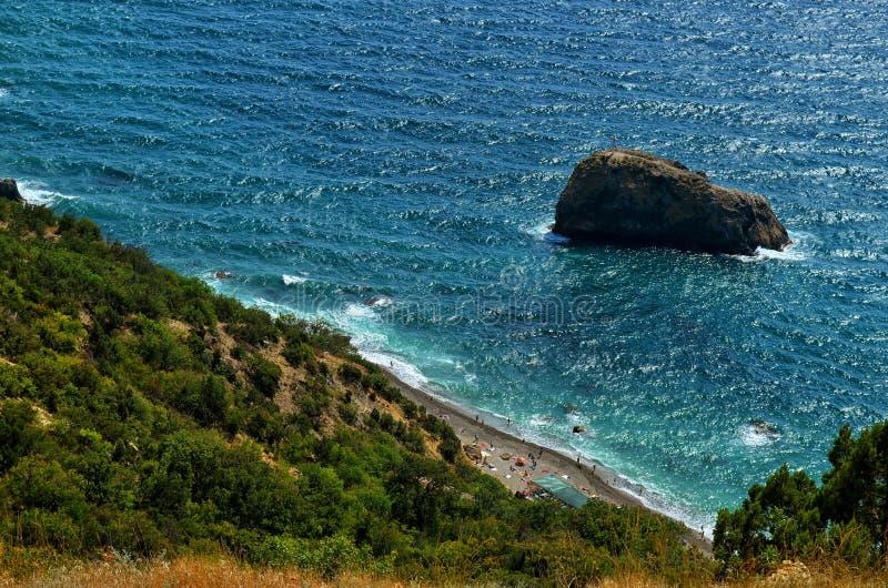 Plage de jaspe et roche du phénomène saint sur le cap Fiolent en Crimée photographie stock libre de droits