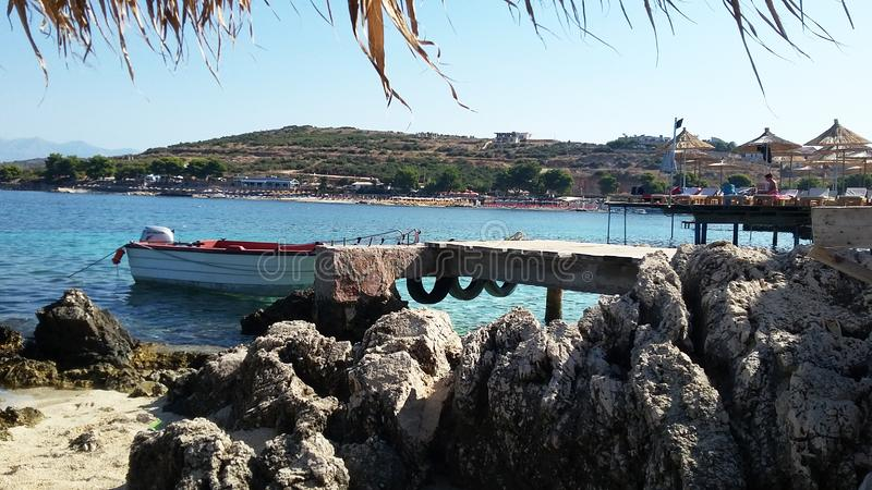 Plage de Ksamil, Saranda, la Riviera albanaise, beau paysage marin photo libre de droits