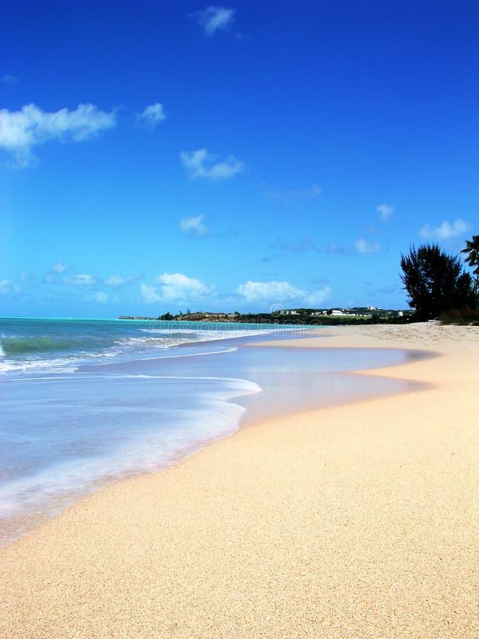Plage de l'Antigua la Caraïbe images stock
